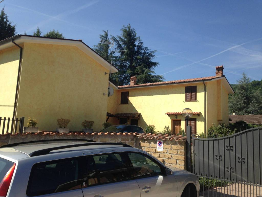 Villetta a schiera in ottime condizioni parzialmente arredato in vendita Rif. 8283715