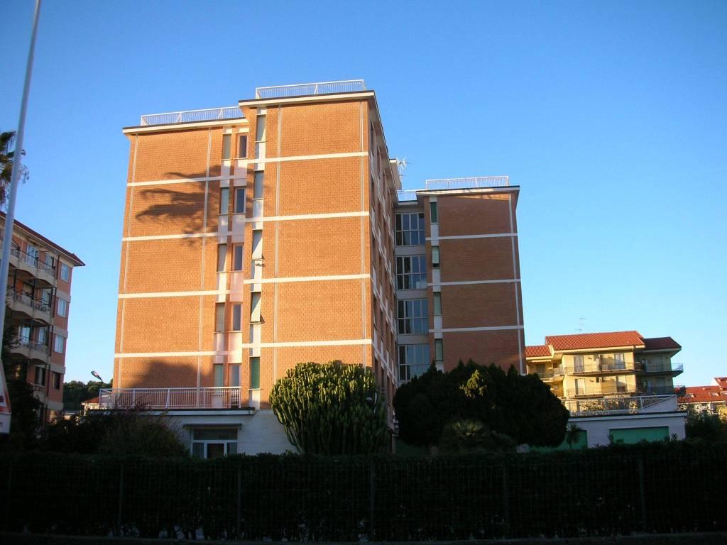 Appartamento in buone condizioni arredato in affitto Rif. 8283359