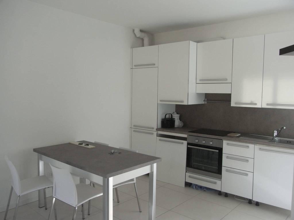Appartamento in ottime condizioni arredato in affitto Rif. 8283828
