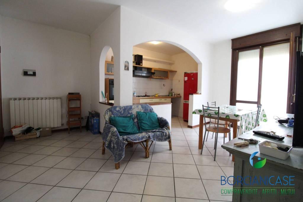 Appartamento in buone condizioni in vendita Rif. 8287507