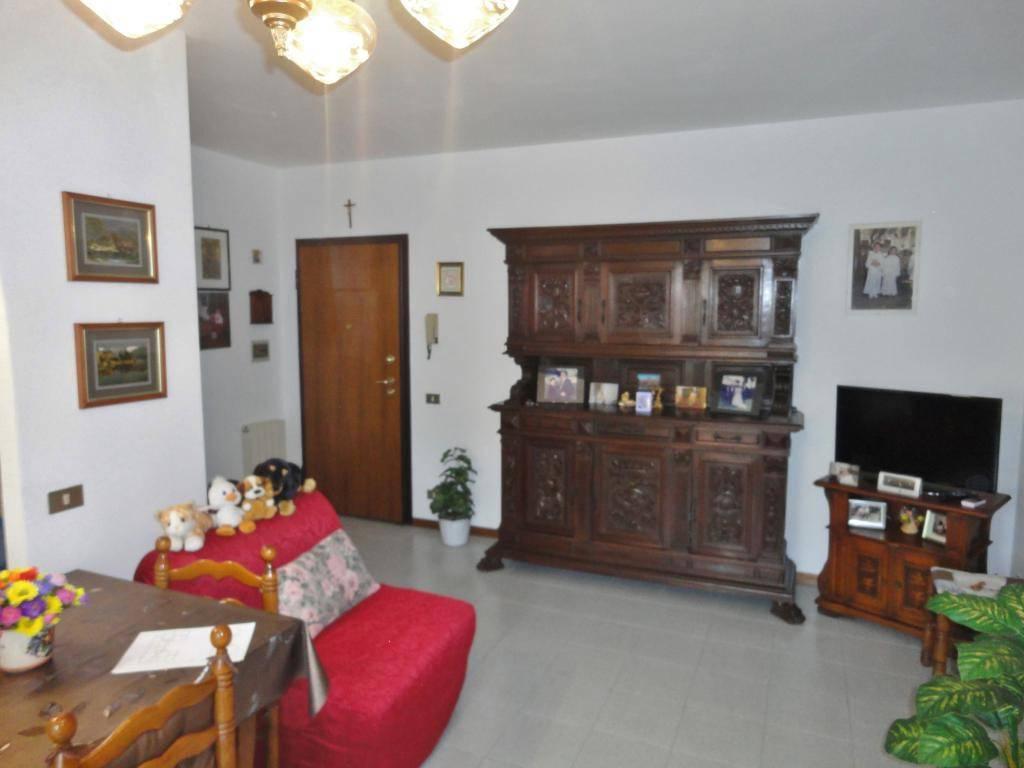 Appartamento in buone condizioni in vendita Rif. 8282931