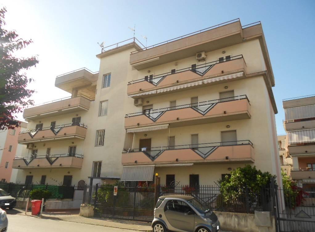 Appartamento in buone condizioni in vendita Rif. 8283276