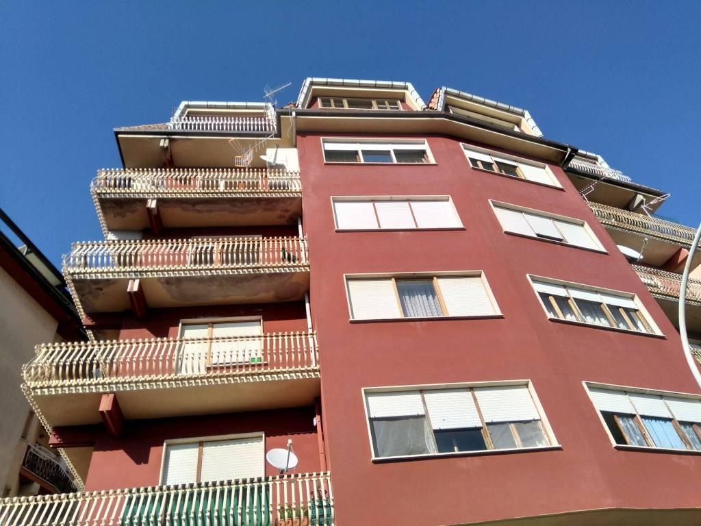 Appartamento in buone condizioni in vendita Rif. 8288926