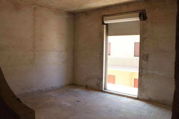 Appartamento da ristrutturare in vendita Rif. 8282883