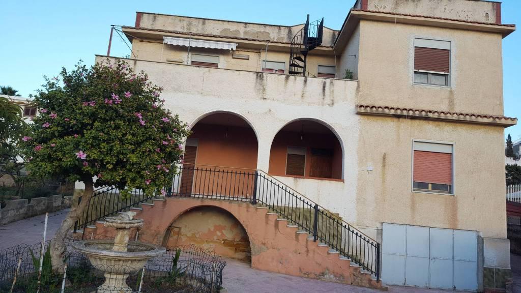 Stabile / Palazzo da ristrutturare in vendita Rif. 8283021