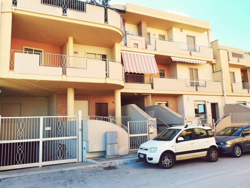 Appartamento in ottime condizioni in vendita Rif. 8282942