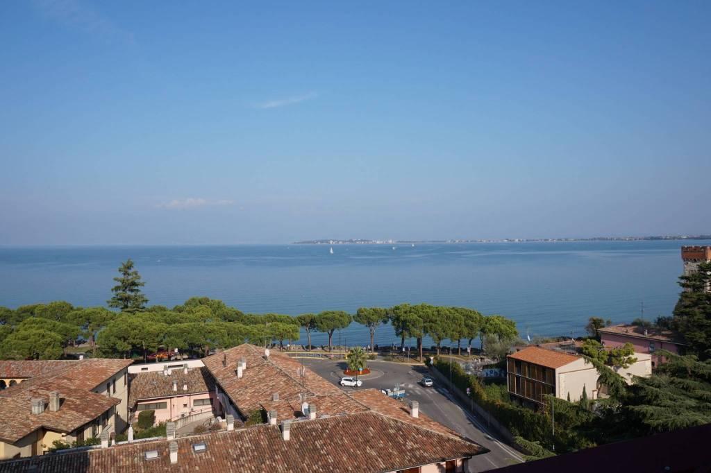 Attico / Mansarda in vendita a Desenzano del Garda, 6 locali, prezzo € 785.000 | PortaleAgenzieImmobiliari.it
