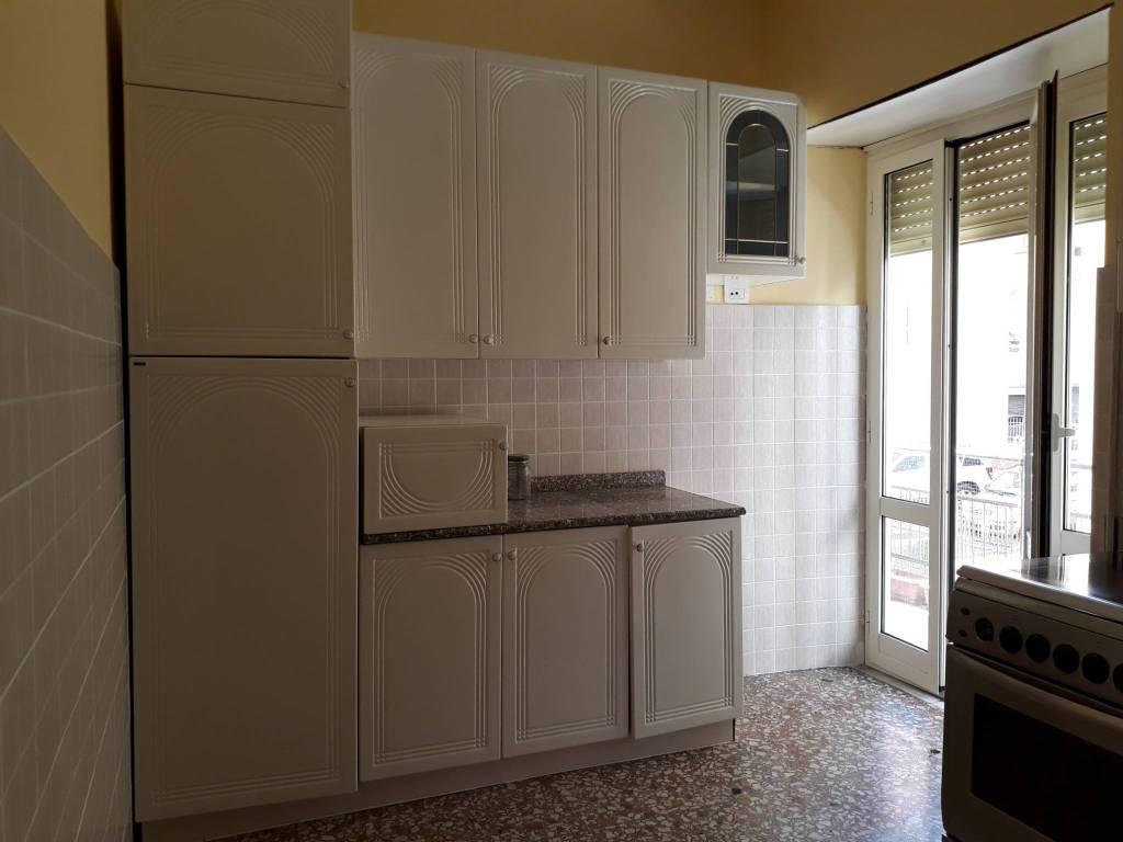Appartamento in buone condizioni in affitto Rif. 7655443
