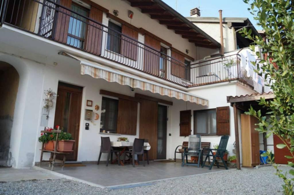 Appartamento in vendita a Sesto Calende, 3 locali, prezzo € 120.000   CambioCasa.it