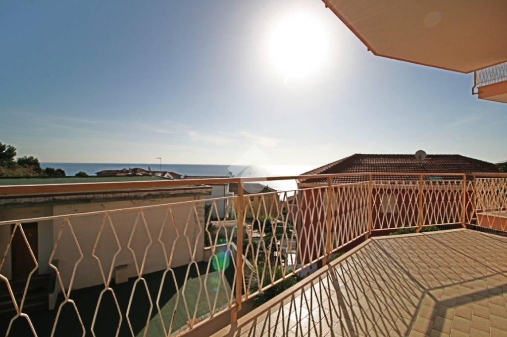 Appartamento in buone condizioni parzialmente arredato in vendita Rif. 9226366