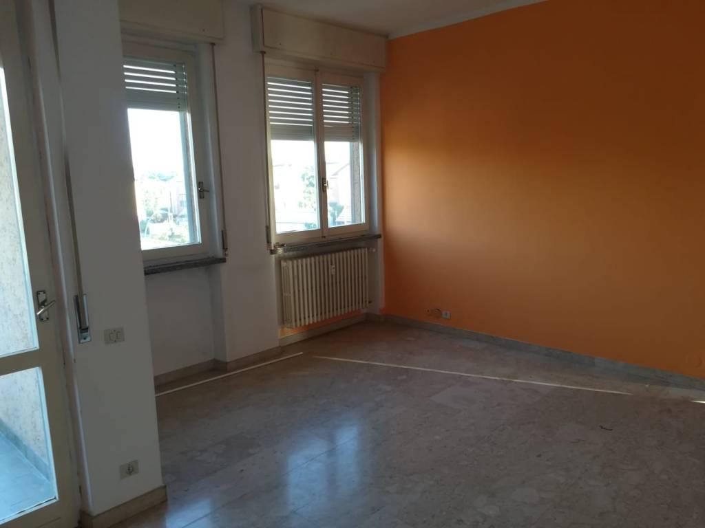 Appartamento in buone condizioni in vendita Rif. 8296459
