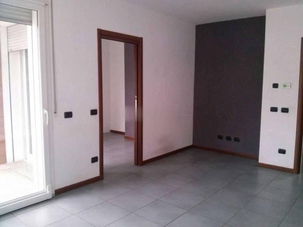 Appartamento in buone condizioni in affitto Rif. 7908976