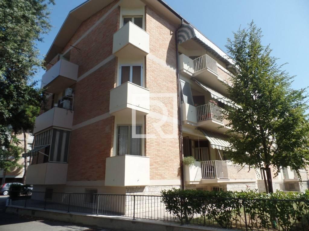Appartamento in ottime condizioni parzialmente arredato in vendita Rif. 8360808