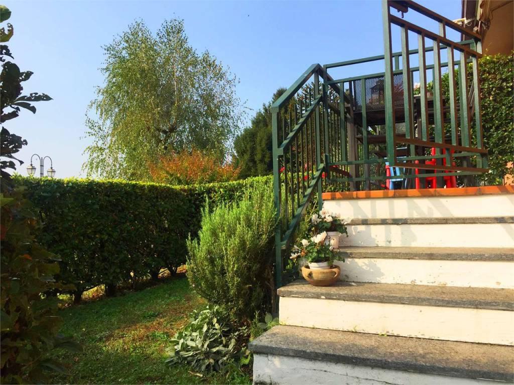 Appartamento in ottime condizioni in vendita Rif. 8296293
