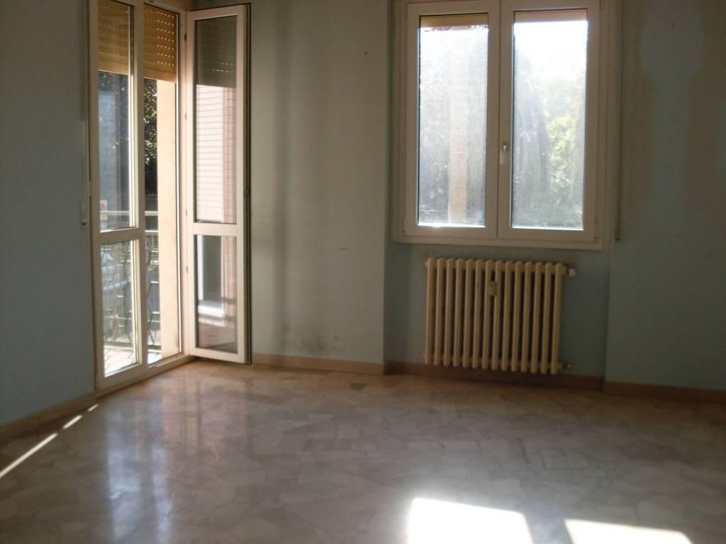 Appartamento in buone condizioni in affitto Rif. 7908971