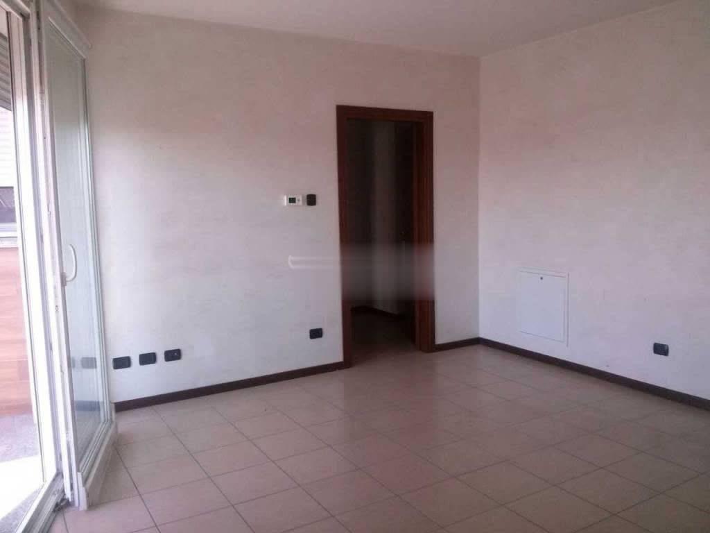 Appartamento in ottime condizioni in affitto Rif. 7908974