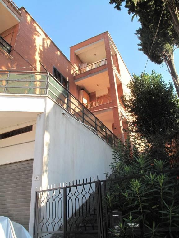 Appartamento in buone condizioni parzialmente arredato in affitto Rif. 8295873