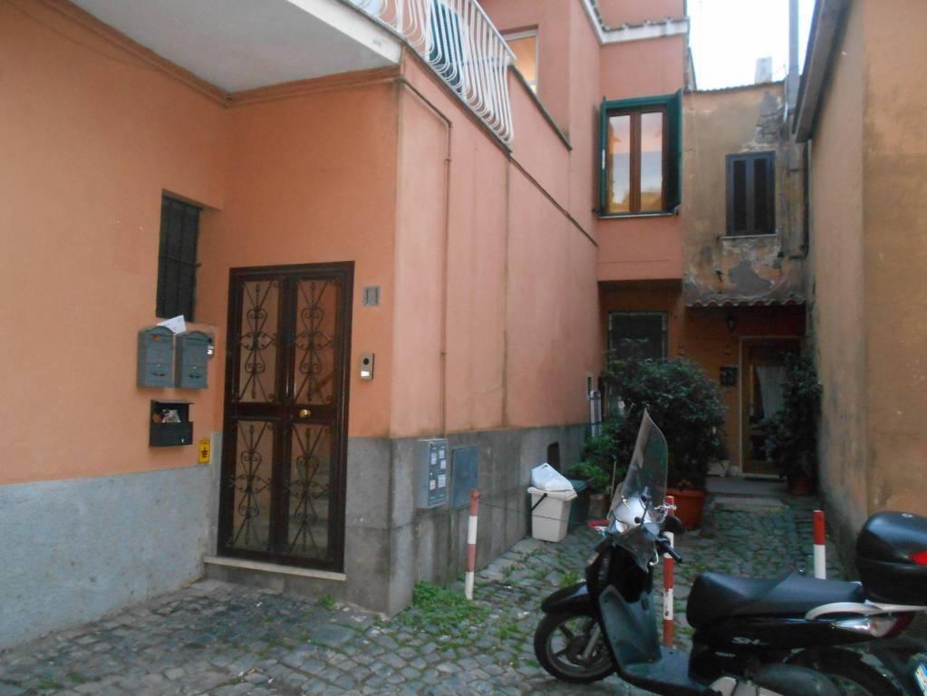 Appartamento in buone condizioni arredato in affitto Rif. 8297462