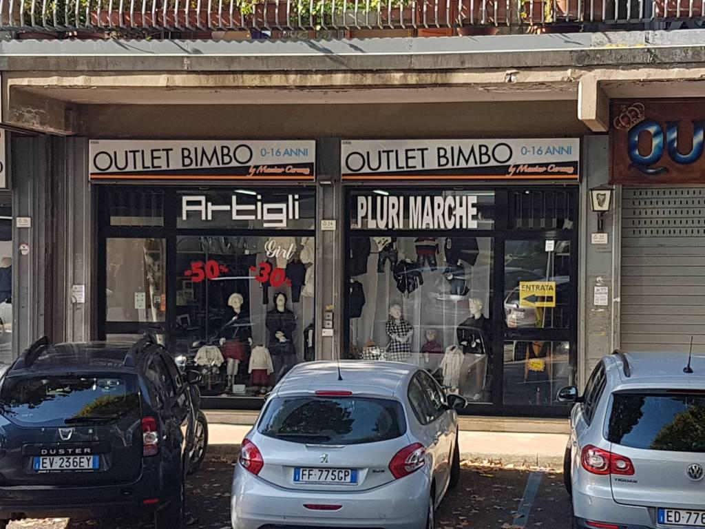 Manocalzati. Locale commerciale con 2 vetrine fronte strada