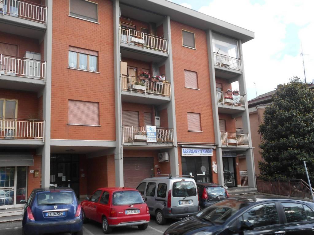 Appartamento in buone condizioni in affitto Rif. 8297463