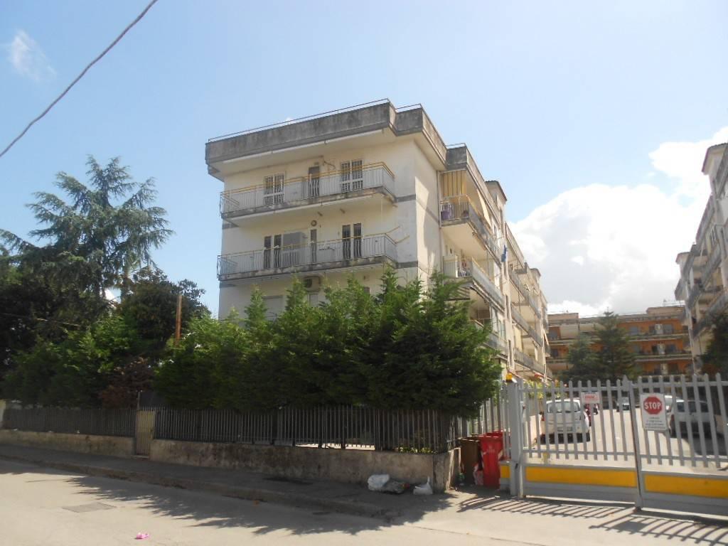 Appartamento in buone condizioni in vendita Rif. 8296034