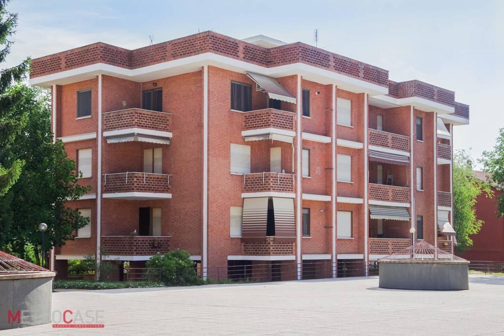 Appartamento in ottime condizioni arredato in affitto Rif. 8296279