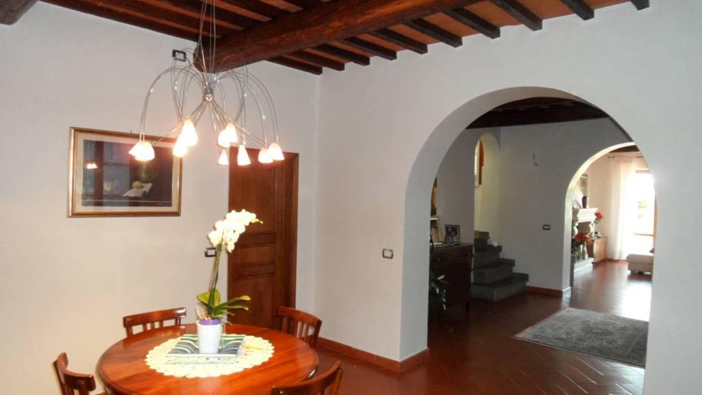 Villa in ottime condizioni parzialmente arredato in affitto Rif. 8399165