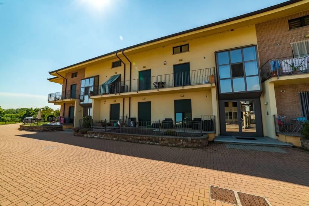 Appartamento in ottime condizioni in vendita Rif. 8296785