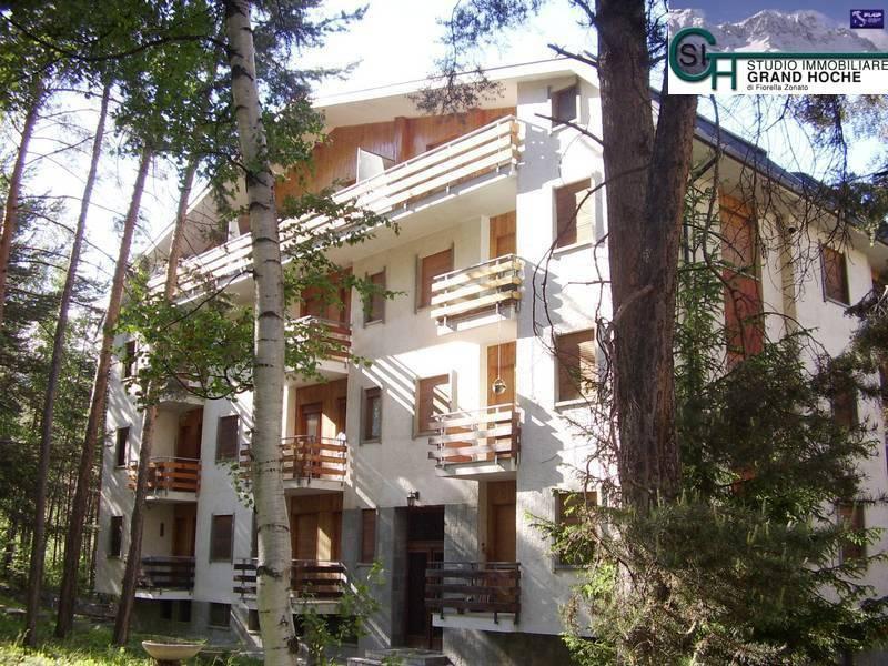 Appartamento in buone condizioni arredato in affitto Rif. 8296032