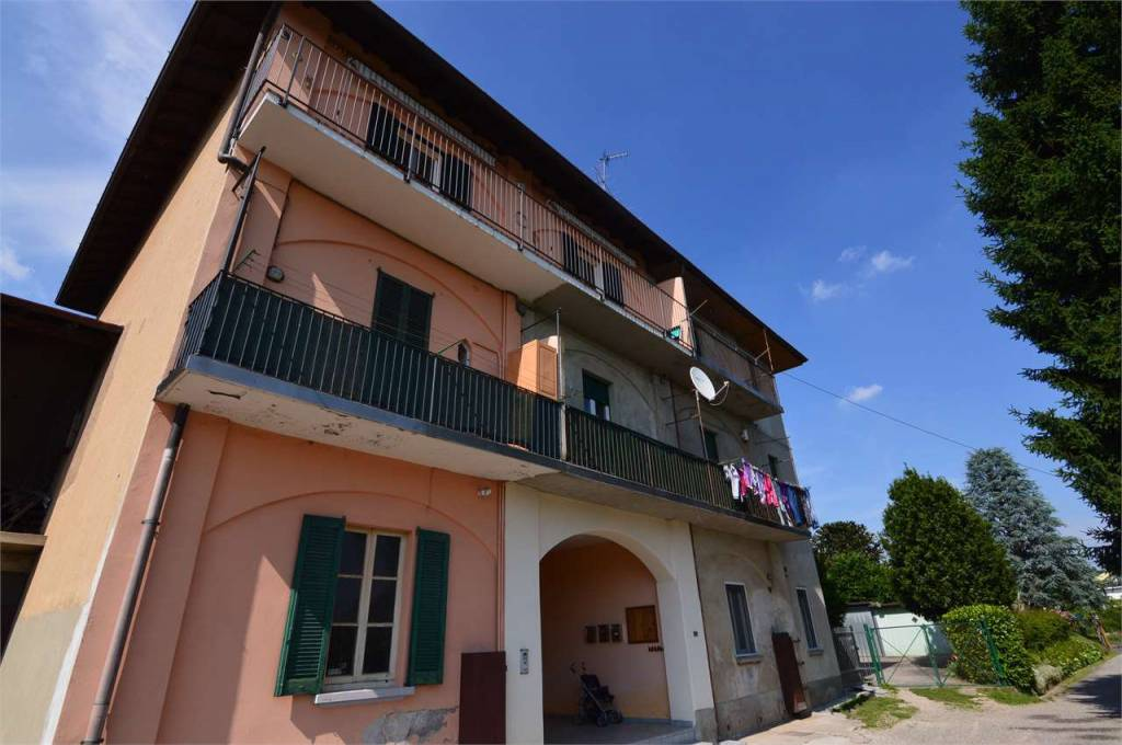 Appartamento in buone condizioni in affitto Rif. 8303650