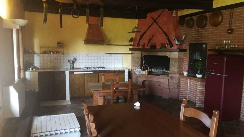 Appartamento in ottime condizioni arredato in affitto Rif. 8315034