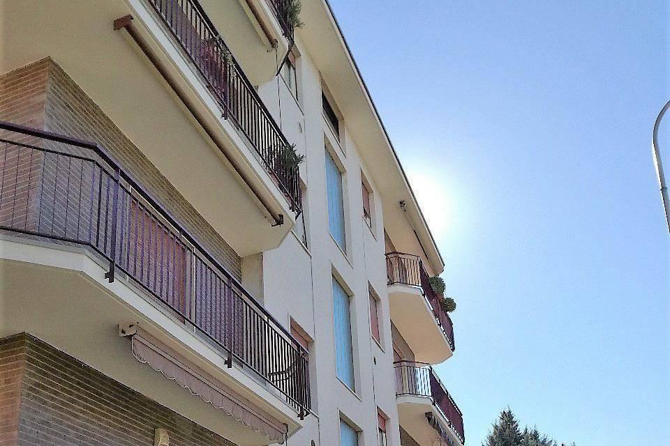 Appartamento in buone condizioni arredato in affitto Rif. 7907184