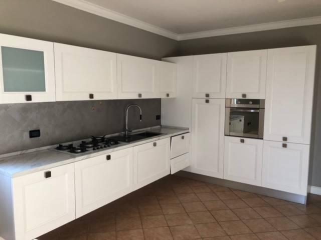 Appartamento in buone condizioni parzialmente arredato in vendita Rif. 8303717