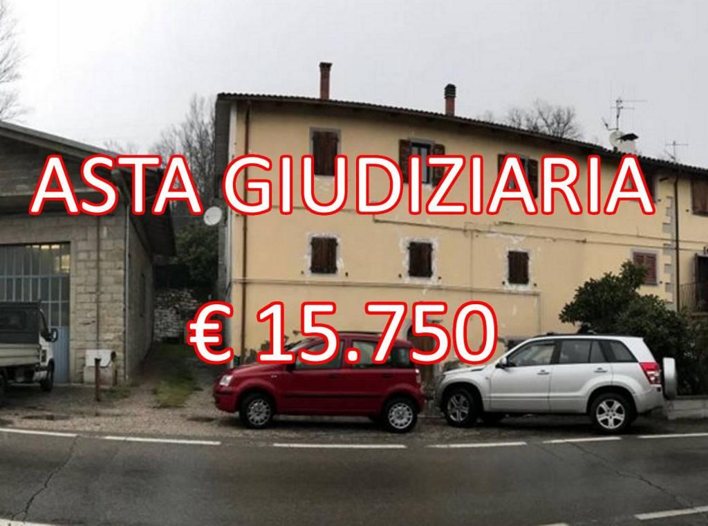 Appartamento in buone condizioni in vendita Rif. 8303629