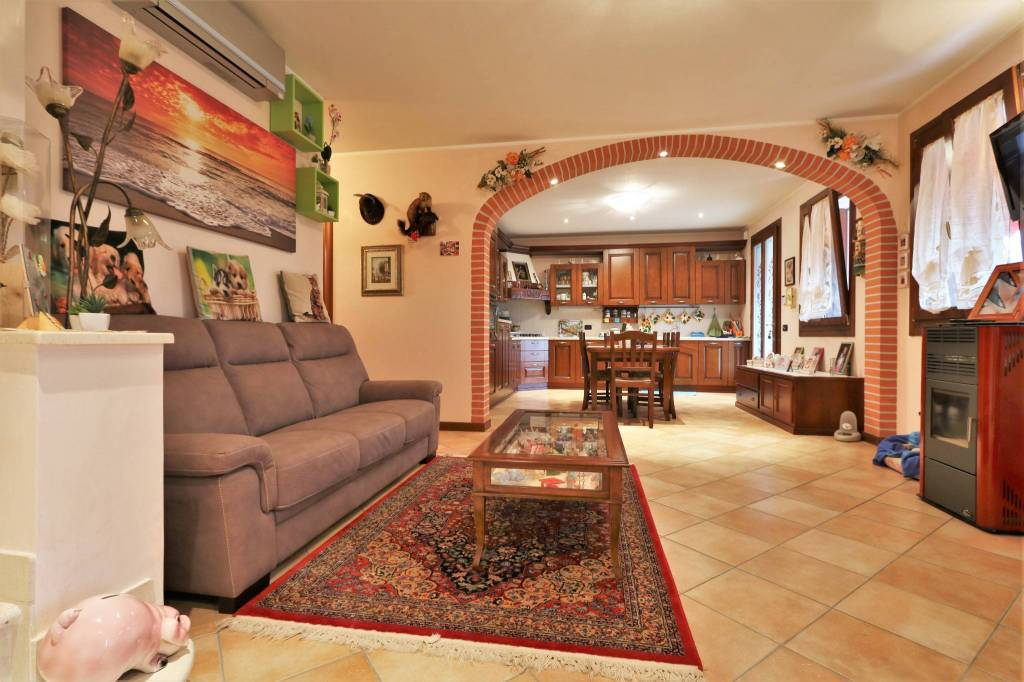 Appartamento in ottime condizioni arredato in affitto Rif. 8313927