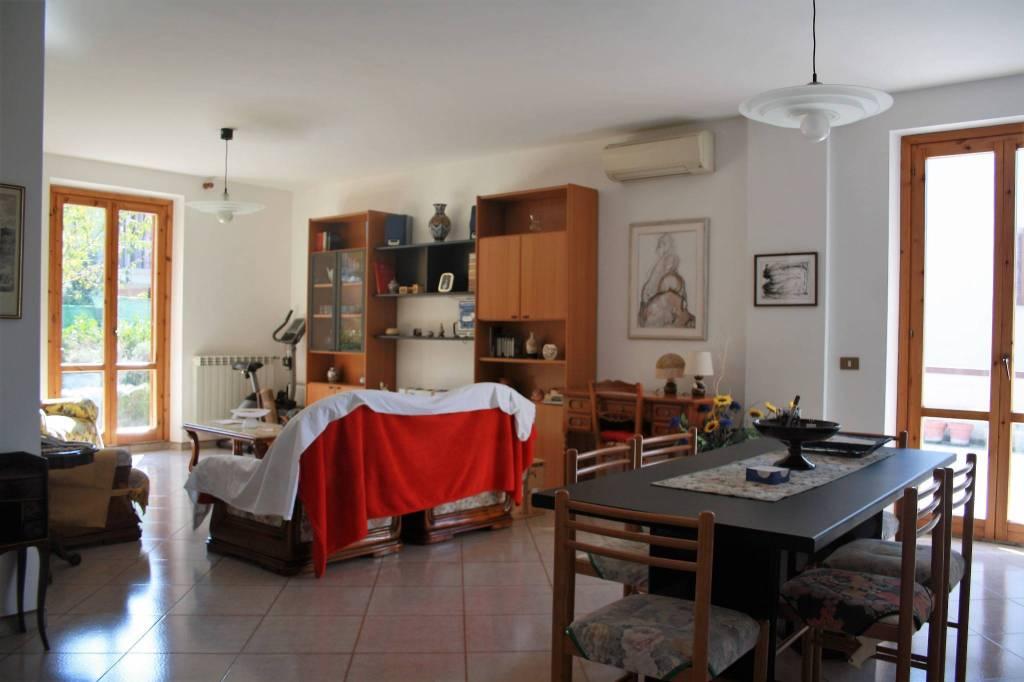Appartamento in buone condizioni arredato in vendita Rif. 8311451