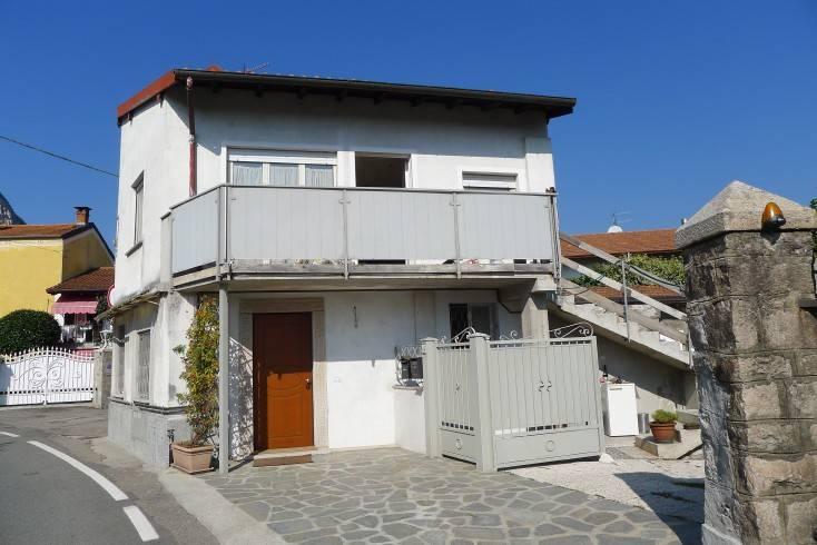 Appartamento in ottime condizioni parzialmente arredato in vendita Rif. 8315103