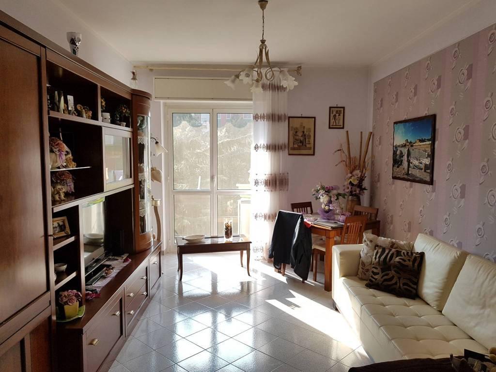 Appartamento in ottime condizioni in vendita Rif. 8227449