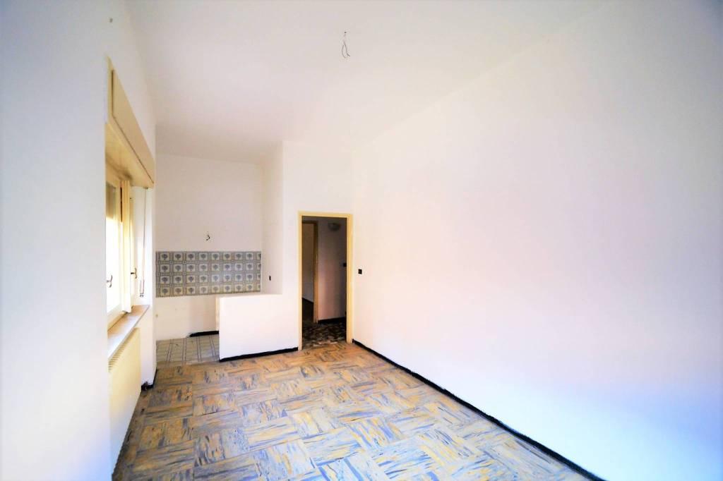 Appartamento in buone condizioni in affitto Rif. 8316280