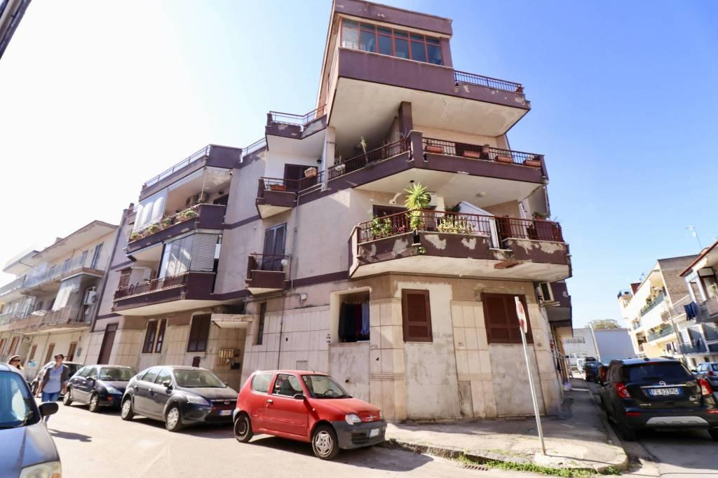 Appartamento in buone condizioni parzialmente arredato in vendita Rif. 8311336