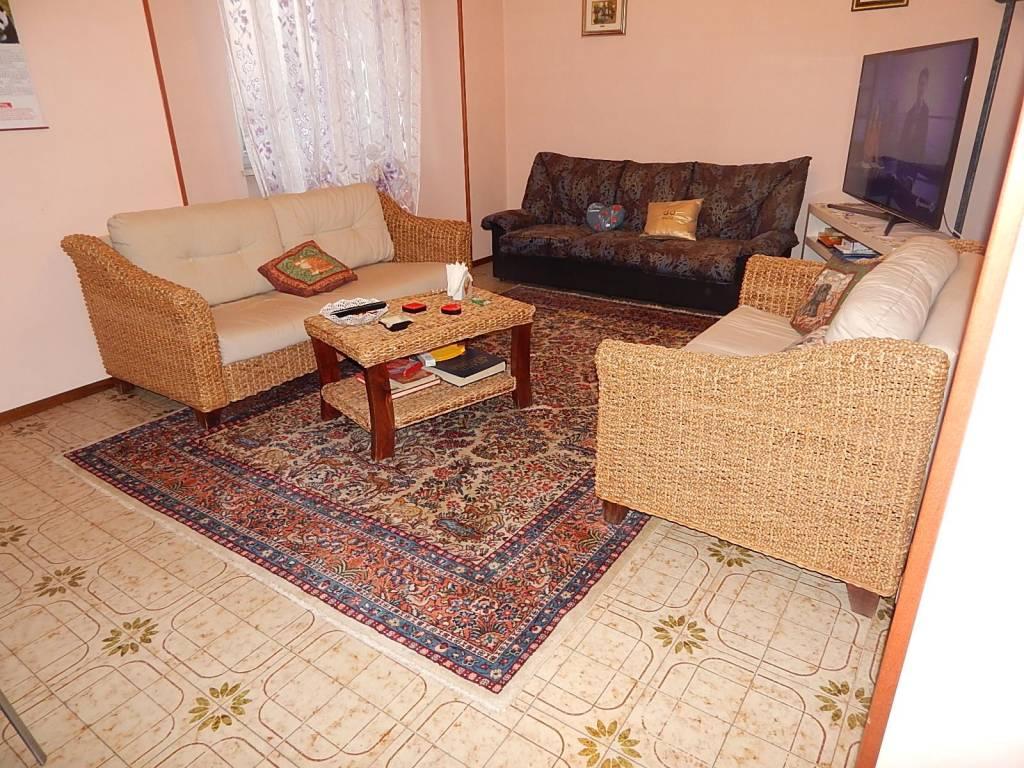Appartamento in buone condizioni arredato in vendita Rif. 8313766