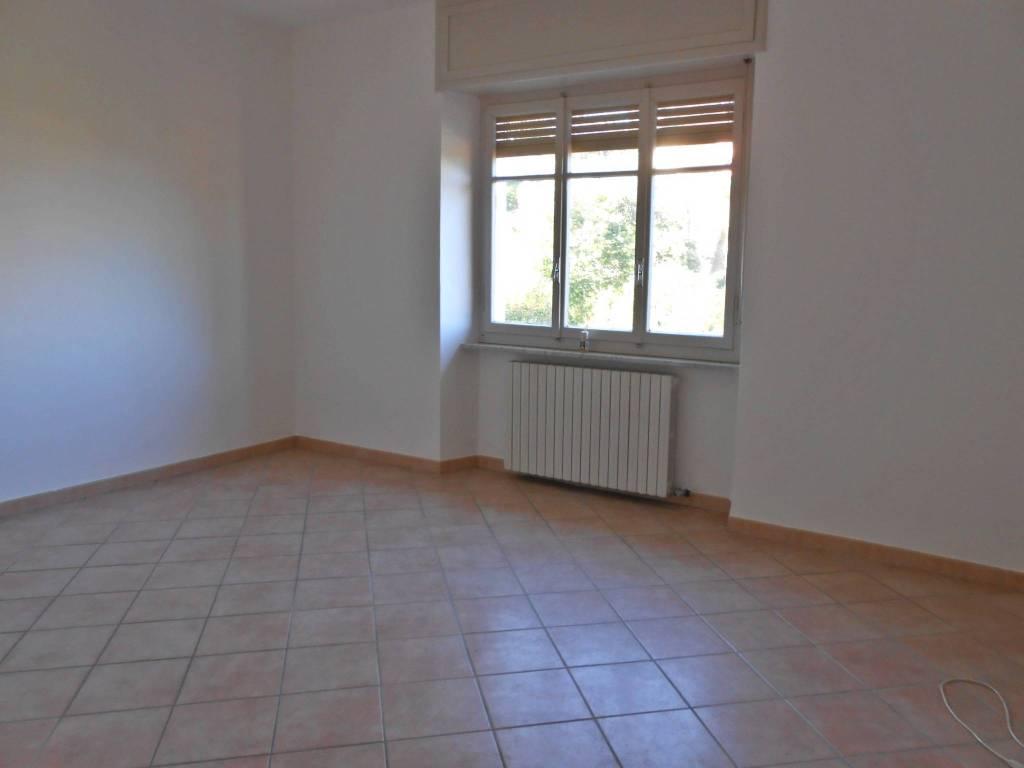 Appartamento in buone condizioni in affitto Rif. 8311805