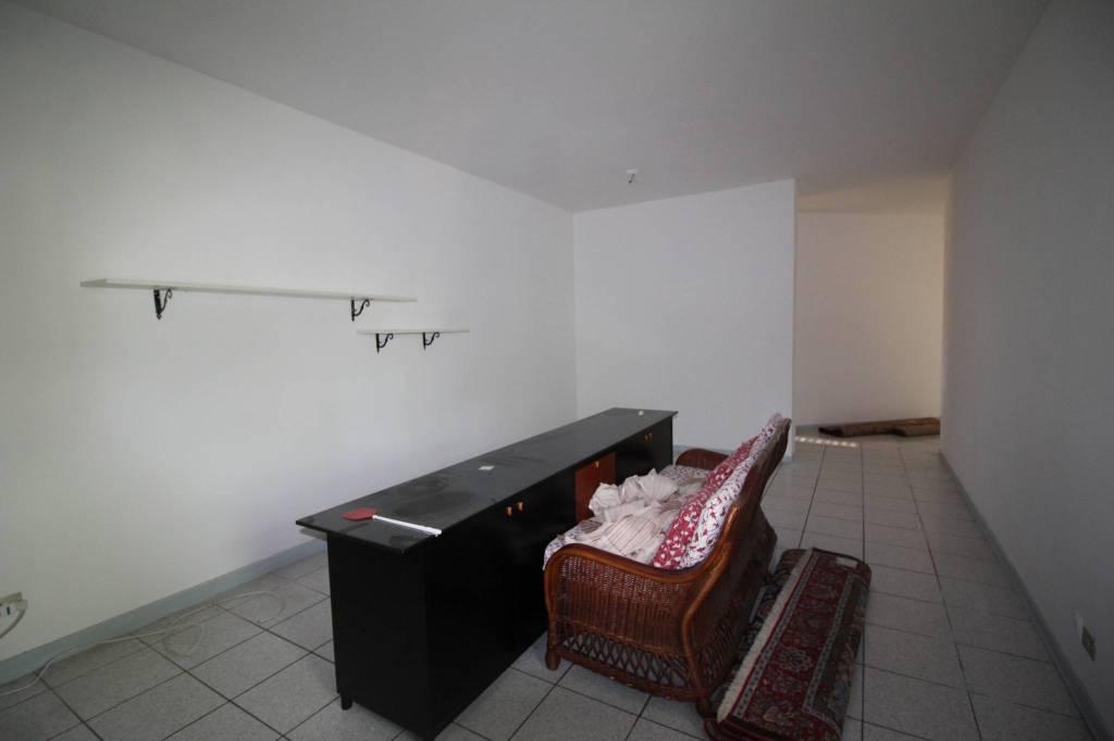 Appartamento in buone condizioni arredato in affitto Rif. 8313866