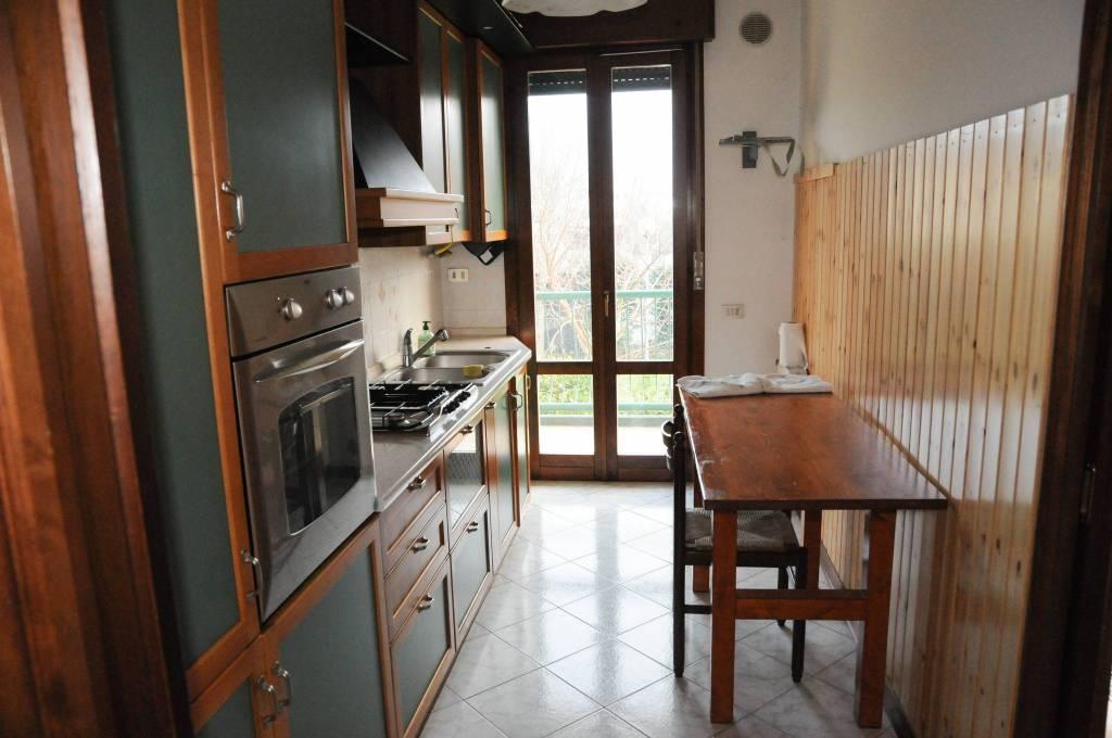 Appartamento in ottime condizioni parzialmente arredato in vendita Rif. 8315404