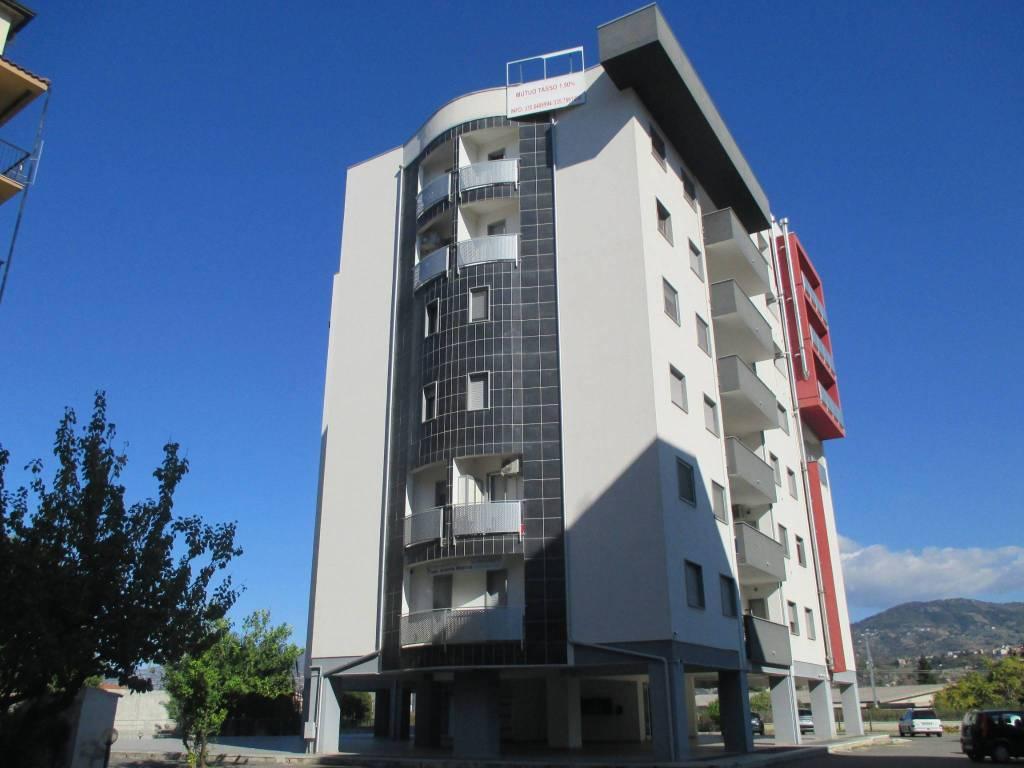 Appartamento in buone condizioni arredato in affitto Rif. 8314769