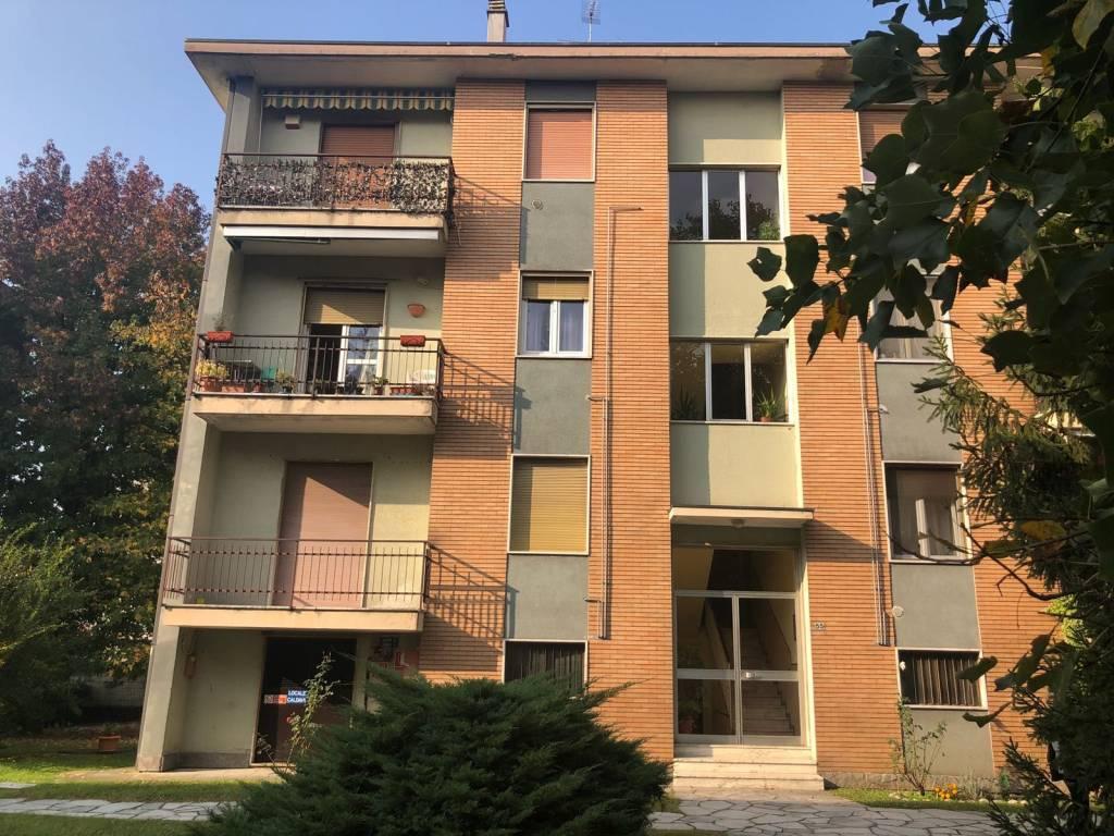 Appartamento in buone condizioni parzialmente arredato in vendita Rif. 8311798