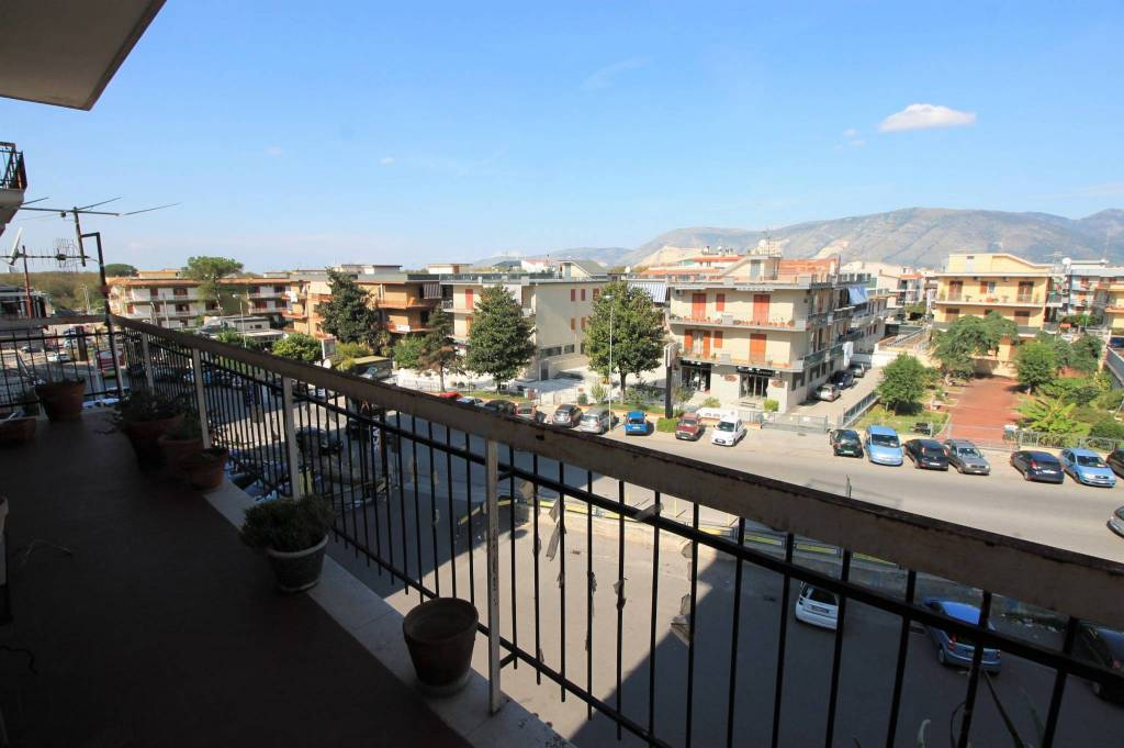 Appartamento in buone condizioni in vendita Rif. 8315683