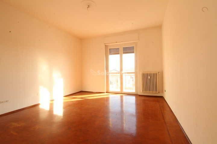 Appartamento in buone condizioni in affitto Rif. 8326011