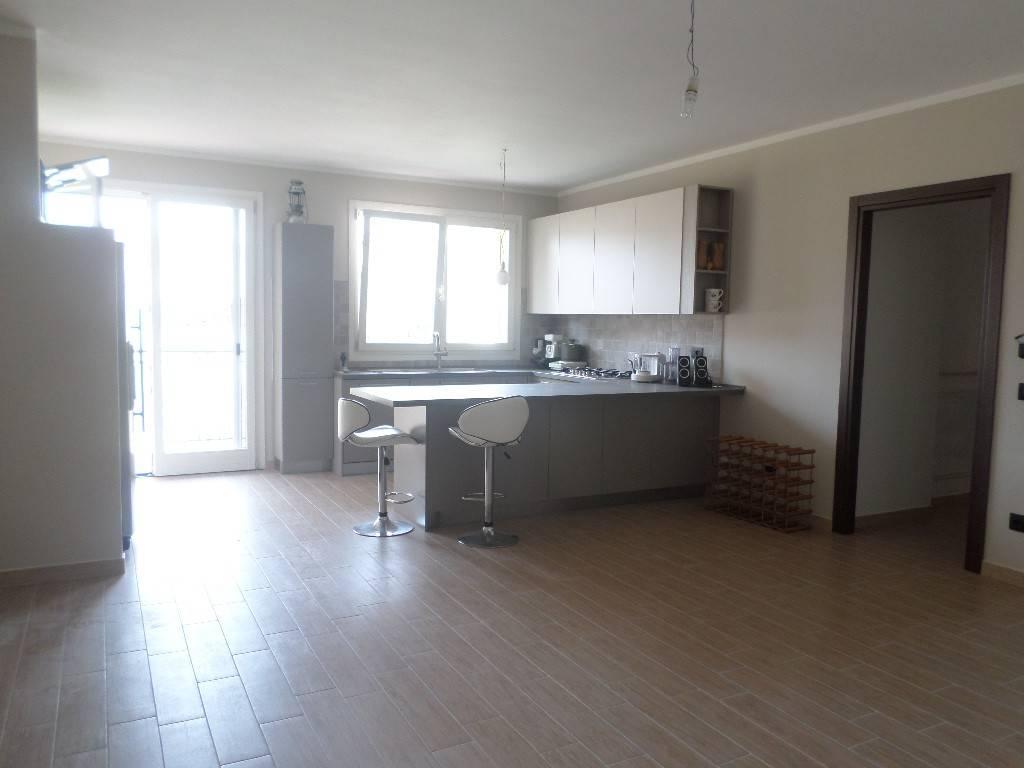 Appartamento in ottime condizioni parzialmente arredato in affitto Rif. 9146166