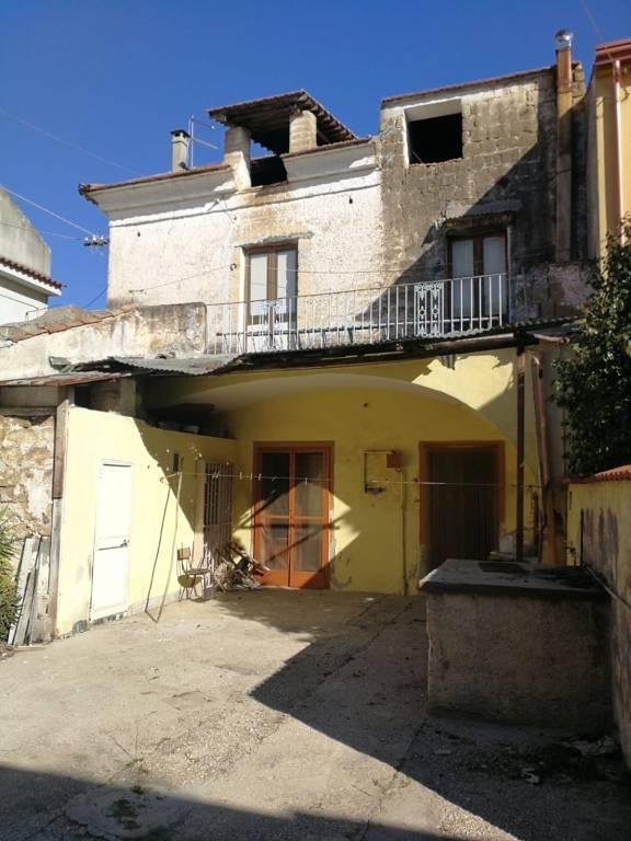 Appartamento da ristrutturare in vendita Rif. 8328185
